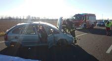 Auto finisce fuori strada, schianto:  conducente muore sul colpo