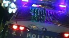 Coltello alla gola: «Voglio il telefono»  Arrestato baby rapinatore di 16 anni