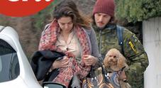 Claudia Gerini e Andrea Preti di nuovo insieme: ritorno a casa con i cagnolini