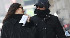 Eros Ramazzotti e Marica al freddo dopo la dedica: «L'amore vince sempre»