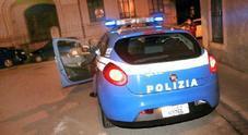 Picchiato a sangue, 25enne insulta i poliziotti che lo stavano soccorrendo