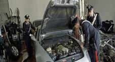 San Sebastiano al Vesuvio. Sorpreso a smontare auto rubata, arrestato 28enne