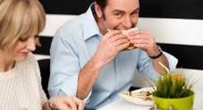 Masticare bene il cibo protegge il sistema immunitario