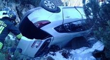 Parcheggia l'auto sul Falzarego: coneglianese torna e la trova nel burrone