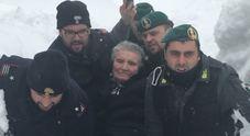 Gdf, Carabinieri e Polizia di Stato portano in salvo un'anziana bloccata dalla neve