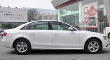 """A Pechino sale la febbre per le auto """"allungate"""": quelle che i cinesi fanno guidare all'autista"""