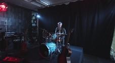 immagine Carlo Ancelotti suona la batteria per la Fondazione Borgonovo contro la sla