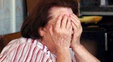 Va a letto ma sente rumori: 83enne si sveglia con i ladri in camera