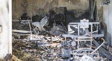Incendio in casa nella notte Il proprietario intossicato Gravi danni e paura