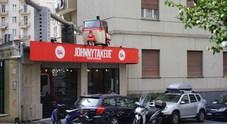 New street food: ora la pizzeria vende tavoli e sedie di cartone