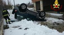 Irpinia, auto si ribalta sulla neve: volo di sei metri, anziano in ospedale