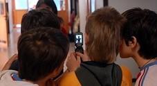 Senigallia, filma in aula con l'iPhone il fondoschiena della professoressa