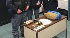Ecco la droga nascosta dentro alla valigia della nigeriana, scoperta dalla polizia a Tarvisio