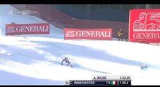 CHE VOLO - La caduta dell'azzurro Chris Innerhofer a Santa Caterina nel Super-G