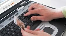 Vespa Piaggio, lettori Cd, telefonini:  imperano truffe online, tanti gabbati