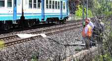 Uomo si getta sotto il treno: grave  Ritardi fino a 90 minuti sul traffico
