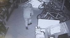 I ladri dentro il negozio
