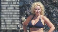 Antonella Clerici, bikini a Portofino con Garrone e la figlia Maelle