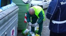 Finte addette alla raccolta dei rifiuti rubano oro in una abitazione