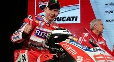 Presentata la nuova Ducati. Lorenzo: «Orgoglioso di far parte di questa famiglia»