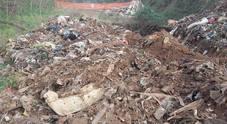 """Centocelle, fumi nel Parco Archeologico: """"Dieci metri di rifiuti interrati. Avvelenamento collettivo"""""""
