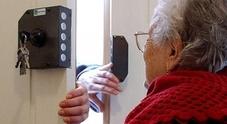 Sono falsi sia l'incidente che l'avvocato: truffata una nonnina di 93 anni