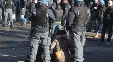 La polizia sgombera le famiglie in via Prenestina ( Fotoservizio Francesco Toiati )