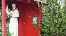L'imprenditore non paga il pizzo, l'estorsore si prende una statua di Padre Pio