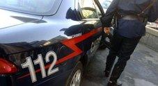 Terrore nella villa, minacciano anziani con un martello e li rapinano: presi due romeni