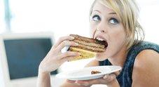 Sesso per lui, cibo per lei: ecco come uomini e donne combattono lo stress