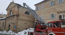 Crolla il tetto della chiesa S.Giovanni per neve e sisma tanta paura in centro