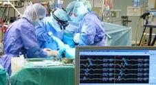 Operazione per correggere scoliosi  Bimba resta paralizzata a 12 anni