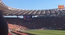 Totti entra in campo, il boato di un Olimpico tutto giallorosso per l'ultima partita del capitano
