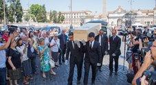 Roma, un lungo applauso per l'addio a Carla Fendi nella chiesa degli Artisti a piazza del Popolo