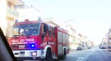 Resta bloccato nell'ascensore Uomo salvato dai vigili del fuoco in pochi minuti