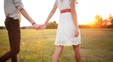 Tenersi per mano fa bene all'amore e alla salute: ecco il vero motivo