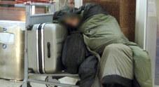 Perde il lavoro, deve lasciare casa:  22enne dorme al freddo in stazione
