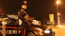 Fanno irruzione in banca ma vengono messi in fuga dall'allarme e dai carabinieri