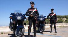 Impaurita non denuncia il compagno che la picchia: ci pensano i carabinieri