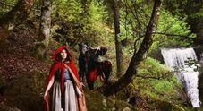 Amanda Knox su Instagram: è Cappuccetto Rosso nella Foresta Nera