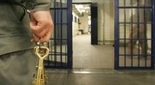 Detenuti evasi dal carcere bloccati alla stazione