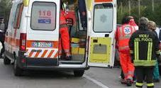 Pensionato nel burrone con l'auto:  soccorso dai vigili del fuoco, è illeso