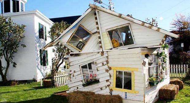 Benvenuti nella Casa di Oz: ricostruita nel Maine dopo un tornado di fantasia