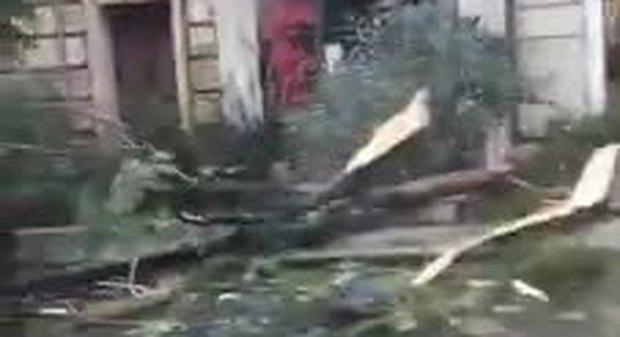 Maltempo in Sardegna, il centro di Cagliari devastato da pioggia e vento