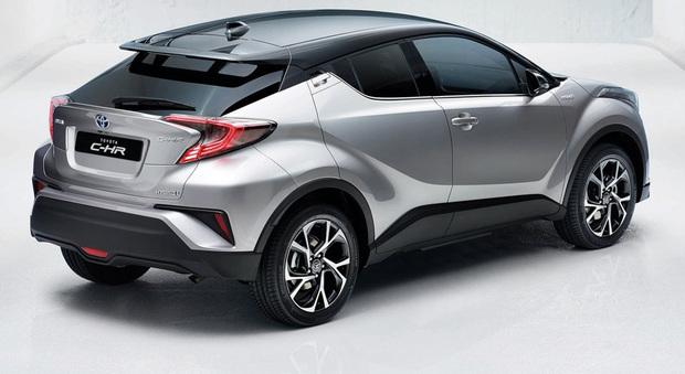 Toyota CH-R, Suv ibrido con linee da coupè che segna il debutto della casa nel segmento degfli sport utility compatti