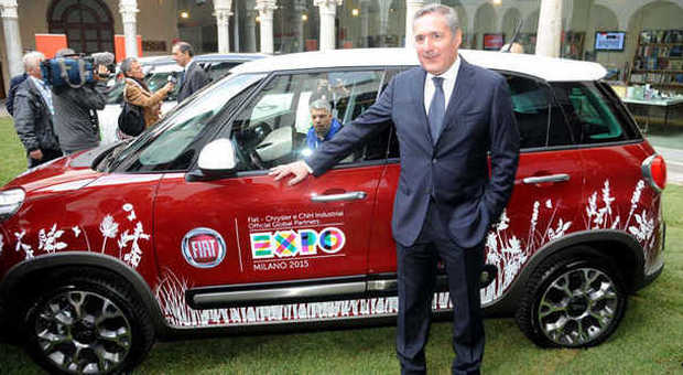Alfredo Altavilla con una delle 500X vettura ufficiale di Expo 2015