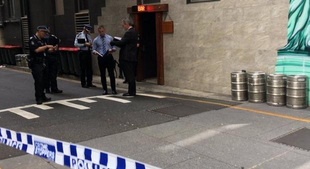 Australia, attore muore durante le riprese di un video musicale: il colpo di pistola partito nella scena di una sparatoria