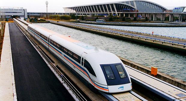 Un treno a levitazione magnetica