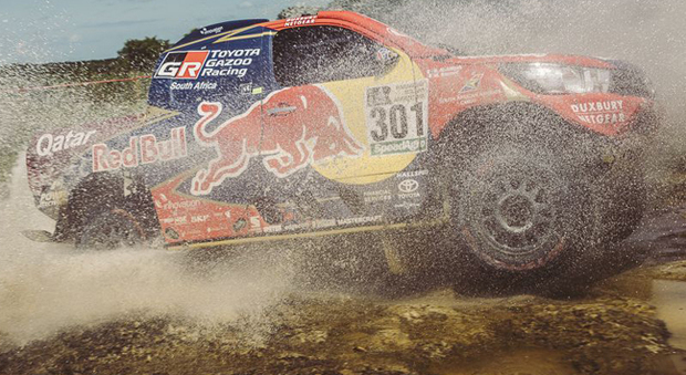 Il vincitore del prologo della Dakar 2017 Al-Attyah su Toyota Hilux