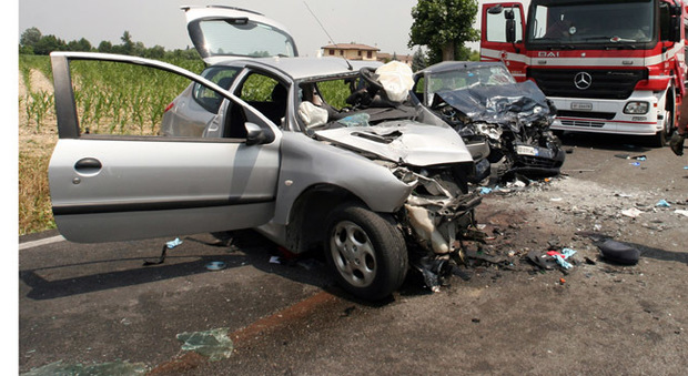 Un incidente tra auto